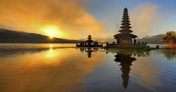 Ulun Danu temple during sunset